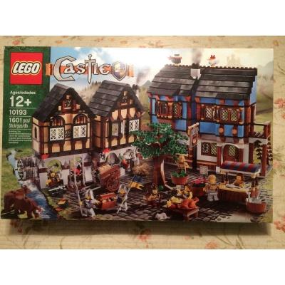 LEGO Castle Medieval Market Village (10193) New in Box Retired!