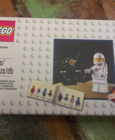 5002812 Classic Spaceman Minifigure