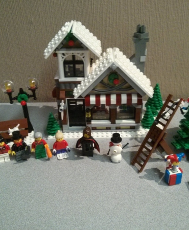 10199 - Lego - Winter Toy Shop - Used with box and instructions.