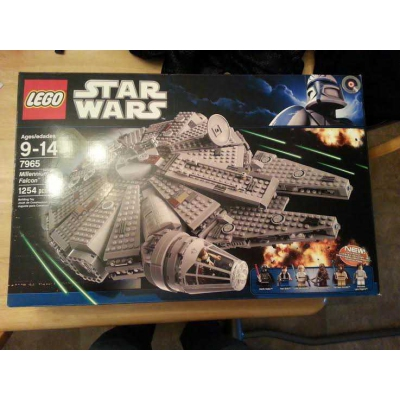 LEGO Star Wars Millennium Falcon 7965 New in sealed box nisb minor imperfection