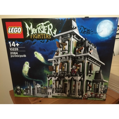 Monster Fighters 10228 Haunted House