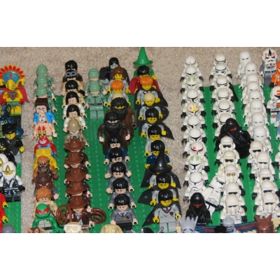 Huge Lego Minifigure collection 438 figures, Giant Man, partials too