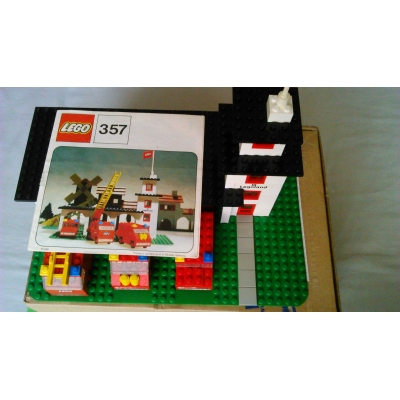 Lego: Legoland: Fire: 357-1 Fire Station COMPLETE with brand new white bricks!