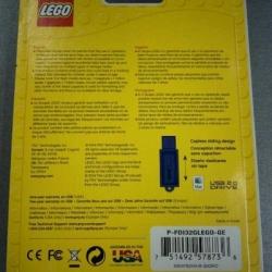 PNY LEGO Brick 32GB USB 2.0 Flash Drive with Additional LEGO Brick Toy (P-FDI32GLEGO-GE)